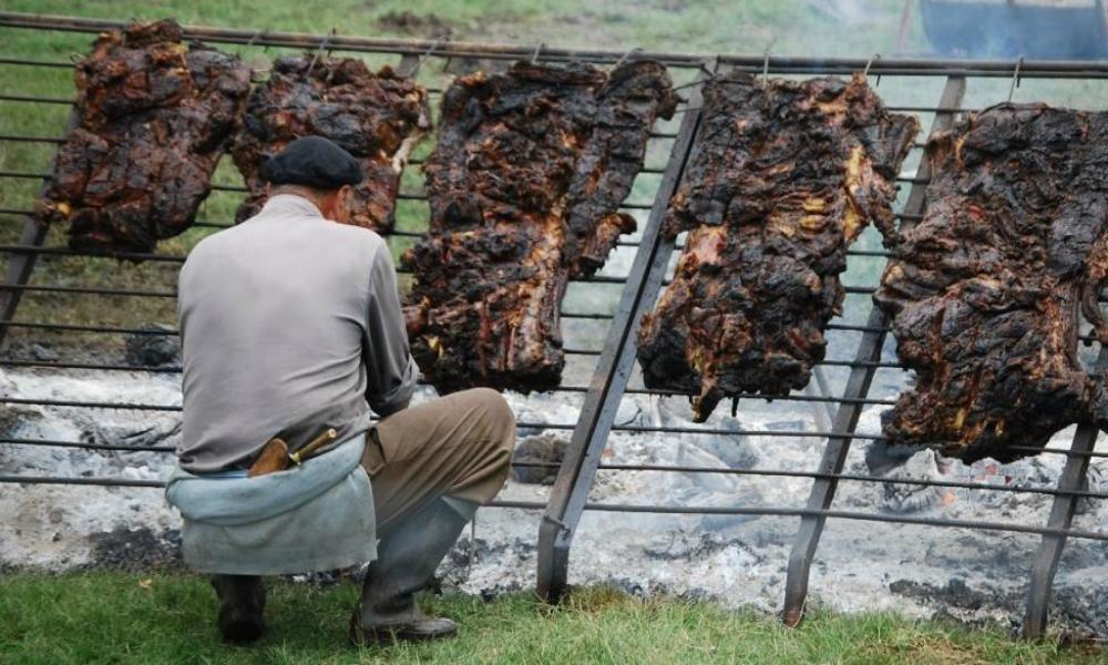 Se viene el clásico festival en Lascano: Capital del asado con cuero!